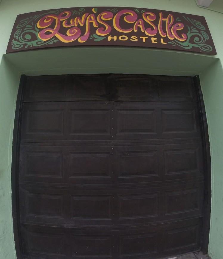 lunas_castle_sign